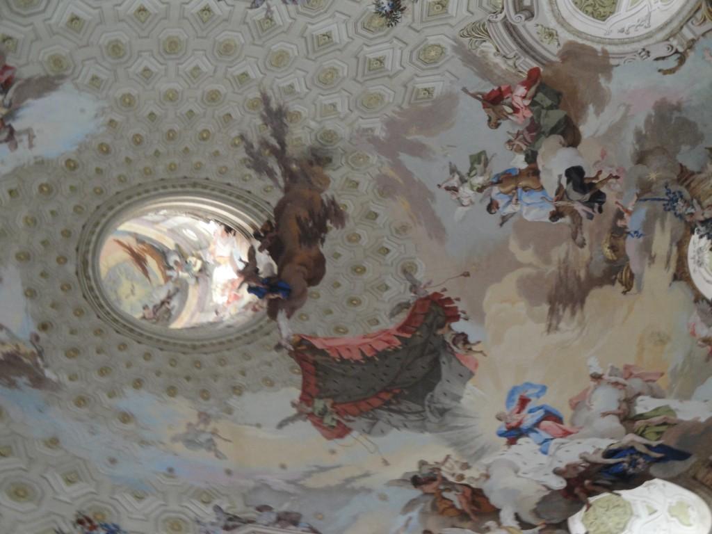 l'Assomption de la Vierge dans le dôme de la basilique de Vico Forte en Italie