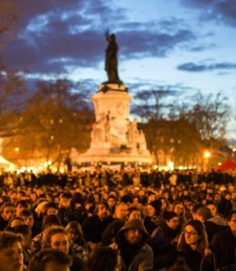 La-place-de-la-Republique-theatre-de-la-Nuit-debout